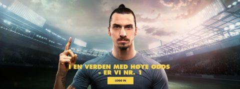 Bethard. Zlatan Ibrahimovic på en fotball stadion. Med en finger i været. Nummer 1.